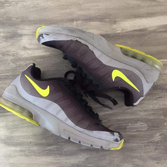 more photos 3cd01 3c9e3 Nike Air Max Invigor Big Kids Black Volt Grey 5.5.  M 5c0028753e0caa77cf5a55fc